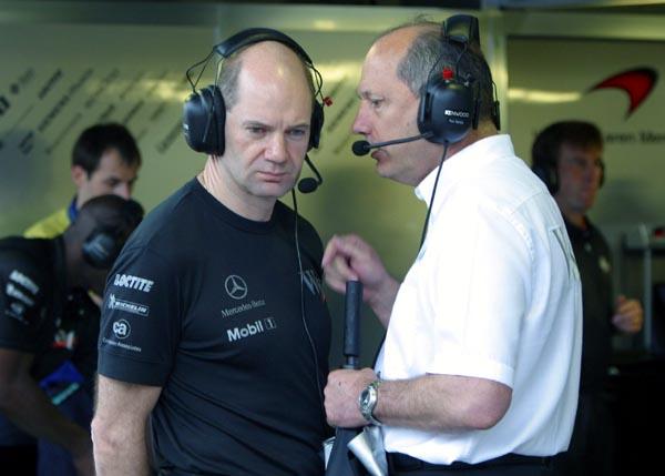 """Dvi """"McLaren"""" pavarų dėžės"""