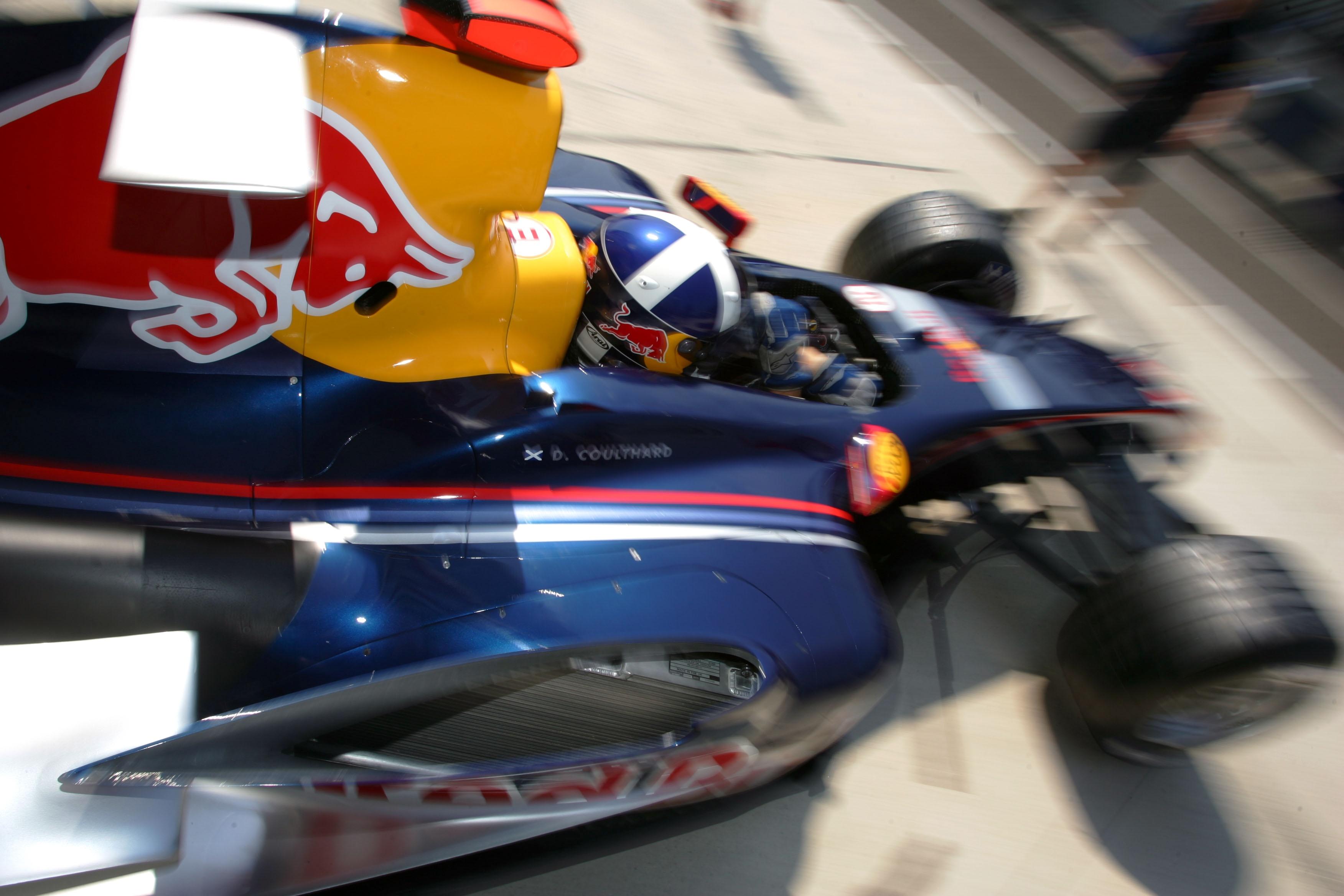 D.Coulthardas įspėtas už važiavimą lėtai