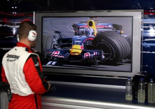 D. Coulthardas nepatenkintas galinio vaizdo veidrodėliais