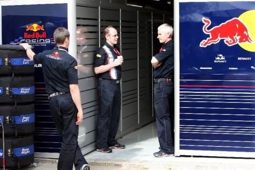 """""""Red Bull"""" leista toliau dalyvauti Malaizijos GP"""