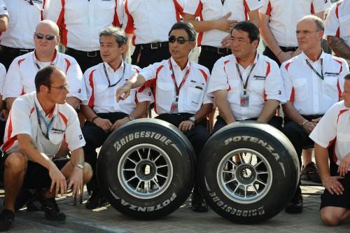 """""""Bridgestone"""" traukiasi iš """"Formulės-1"""""""