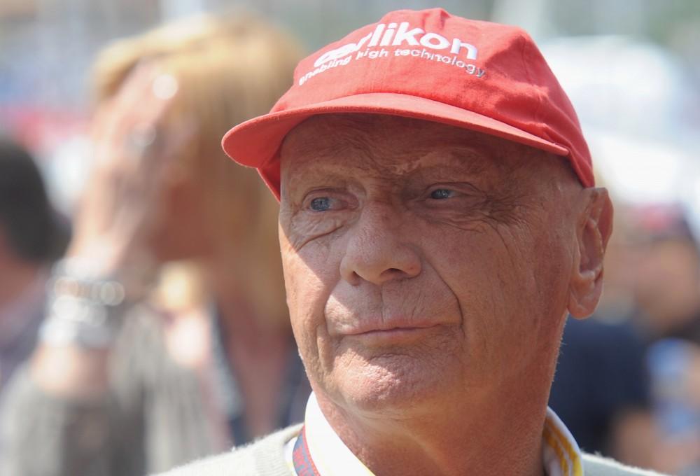 """Mirė garsusis """"Formulės-1"""" pilotas N. Lauda"""