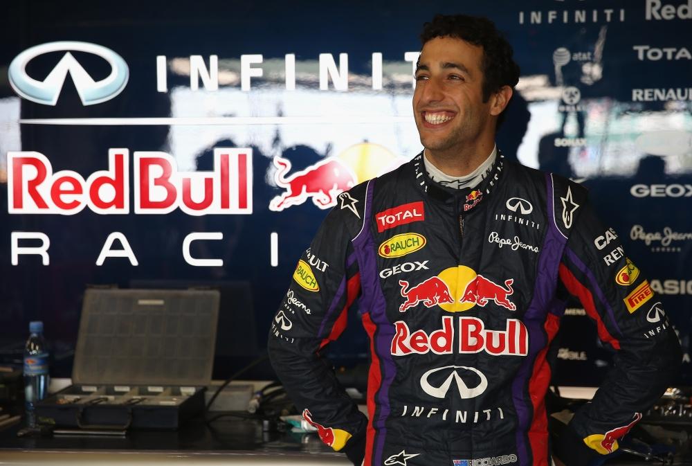 """Oficialu: D. Ricciardo 2014 m. atstovaus """"Red Bull"""" ekipai"""