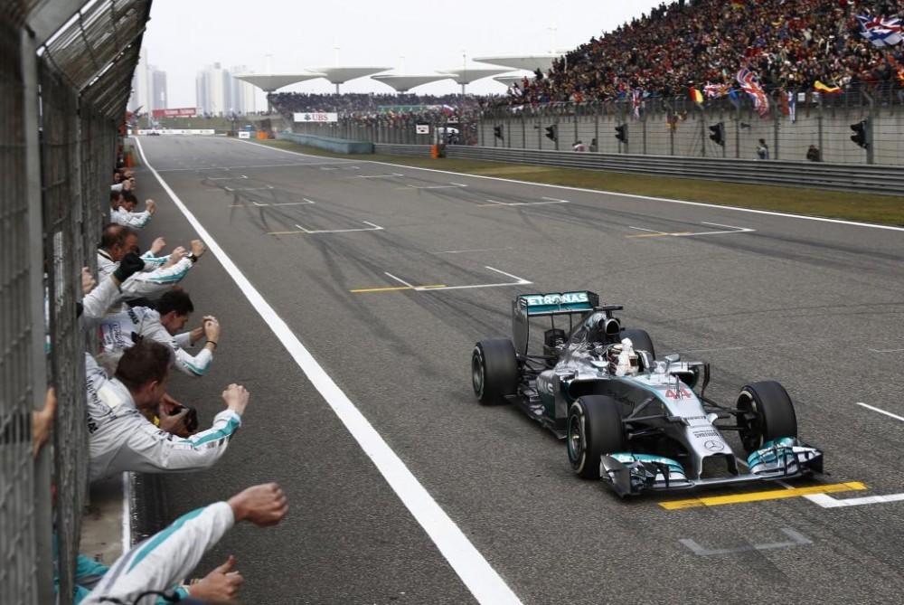 Nesusipratimas: Kinijos GP baigėsi 2 ratais anksčiau nei planuota