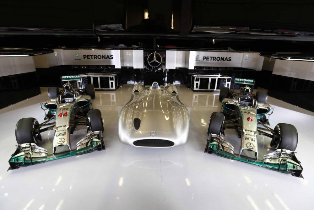 """""""Mercedes"""" pilotai: FRIC atsisakymas pateikė naujų iššūkių"""