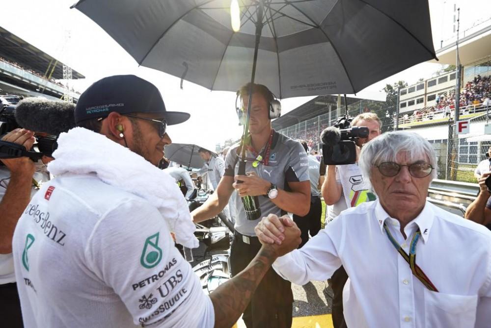 B. Ecclestone'as: L. Hamiltono dominavimas 2017 m. pakenktų F-1