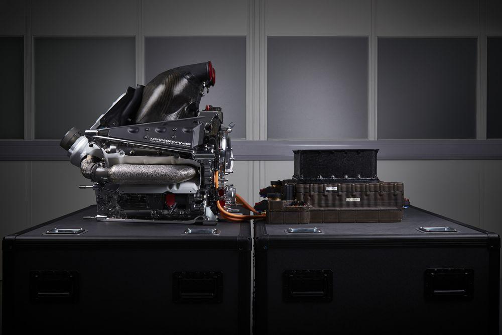 FIA nedraudžia tobulinti variklių sezono metu