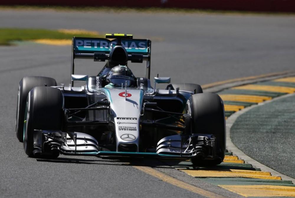 """""""Mercedes"""" pilotai nepatenkinti bolido balansu"""