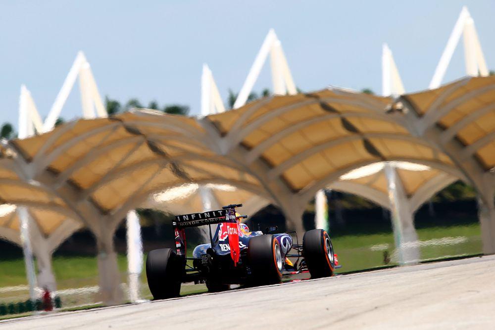 """""""Red Bull"""" grįžo prie bandymuose naudotų variklio nustatymų"""