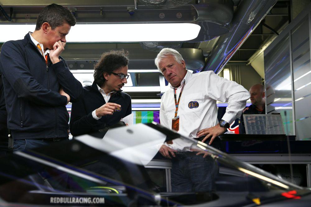 """""""Formulės-1"""" pilotai negali atsigauti po žinios apie Ch. Whitingo mirtį"""