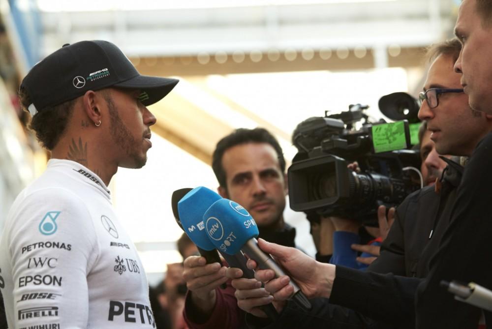 """L. Hamiltonas nežino, ar """"Mercedes"""" ekipai pavyks įveikti """"Ferrari"""""""