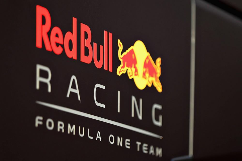 """Rasistines žinutes rašęs """"Red Bull"""" darbuotojas neteko darbo"""