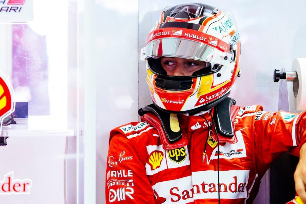 """""""Ferrari"""" ketina atsisveikinti su K. Raikkonenu ir pasirašyti sutartį su C. Leclercu"""