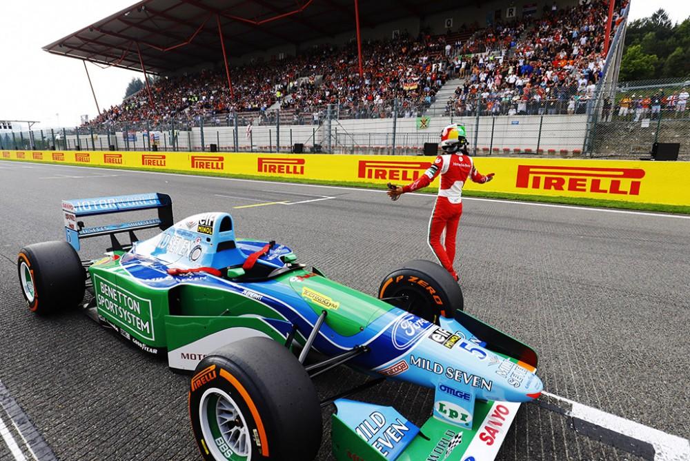 M. Schumacheris F-1 bolidą turėtų išbandyti Bahreine