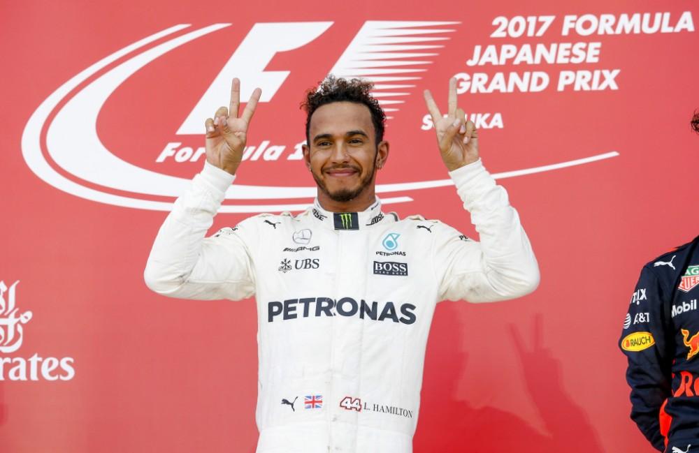 "L. Hamiltonas išnuomojo visą boulingo salę ""Mercedes"" ekipai (VIDEO)"
