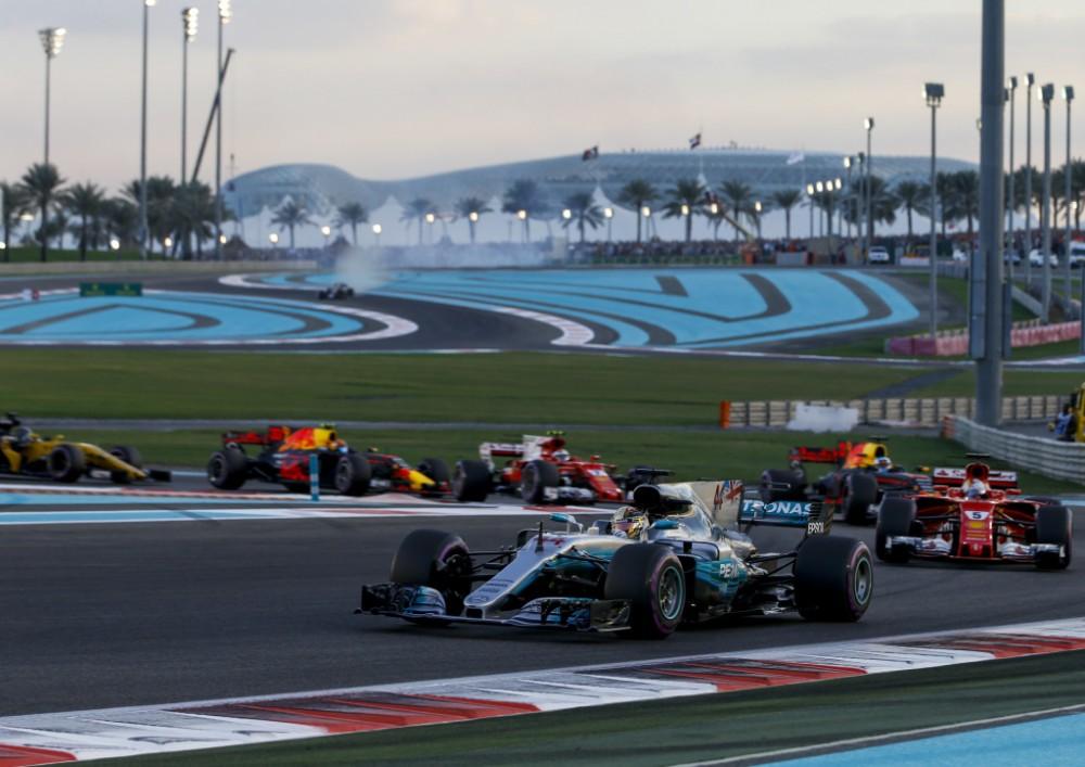 """L. Hamiltonas: neįsivaizduoju, kad galėčiau pereiti į """"Ferrari"""""""