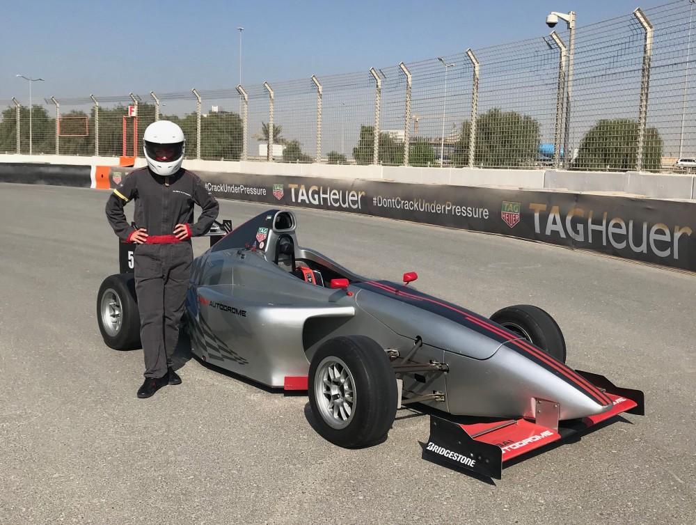 Pavydėtina patirtis: lietuvė sėdo už formulės vairo Dubajuje