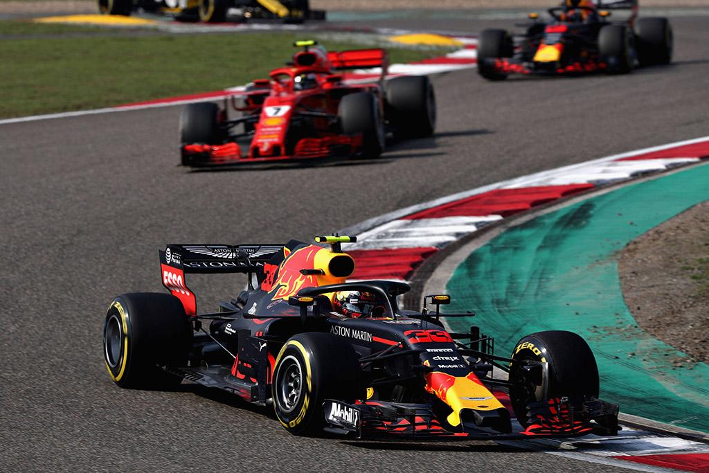 L. Hamiltonas apie M. Verstappeno bandymą lenkti: tai nebuvo top piloto manevras