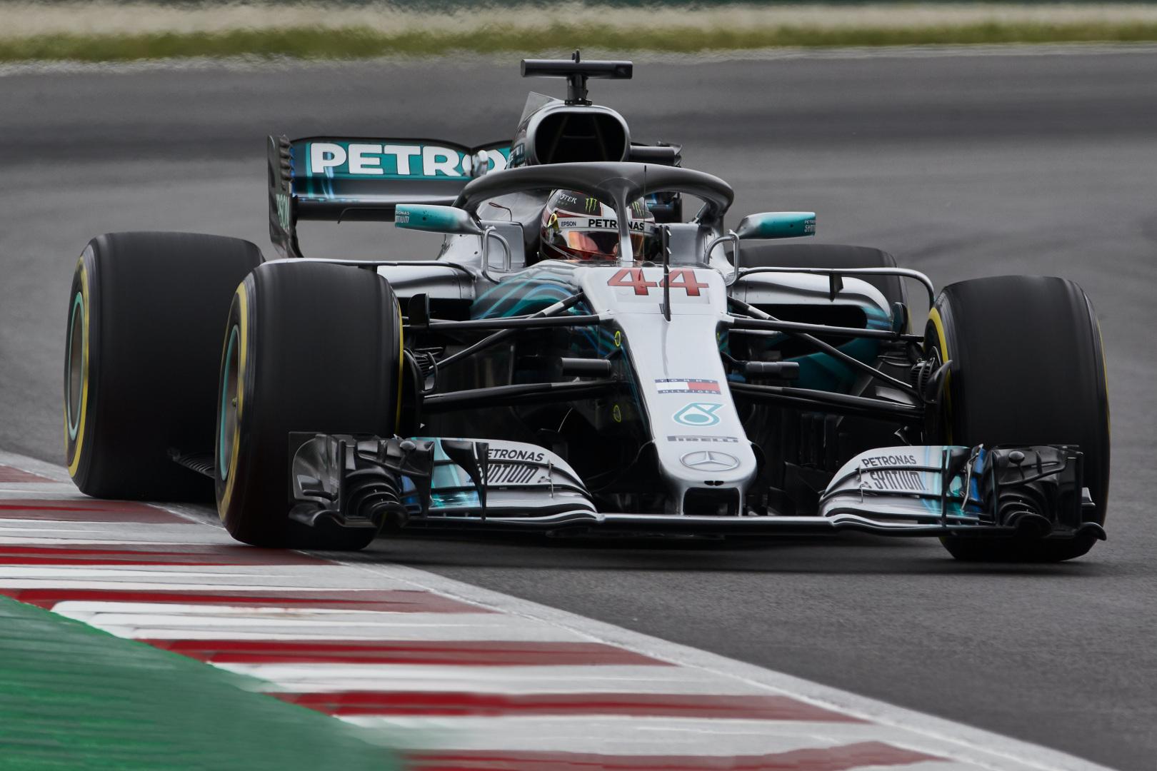 "L. Hamiltono ir ""Mercedes"" kontrakto klausimas – beveik išspręstas"