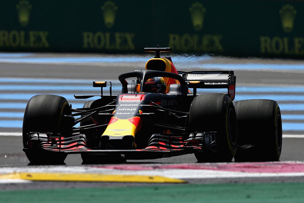 """J. Buttonas siūlo D. Ricciardo pasilikti """"Red Bull"""""""