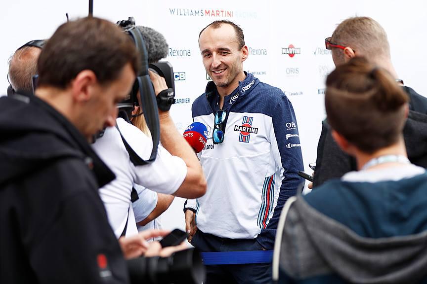 """R. Kubica prakalbo apie praeityje pasirašytą sutartį su """"Ferrari"""""""