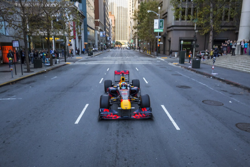 Išskirtiniai kadrai: D. Ricciardo raižė JAV gatves (VIDEO)