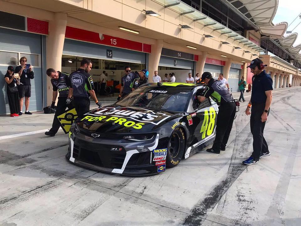 F. Alonso Bahreine išbandė NASCAR automobilį