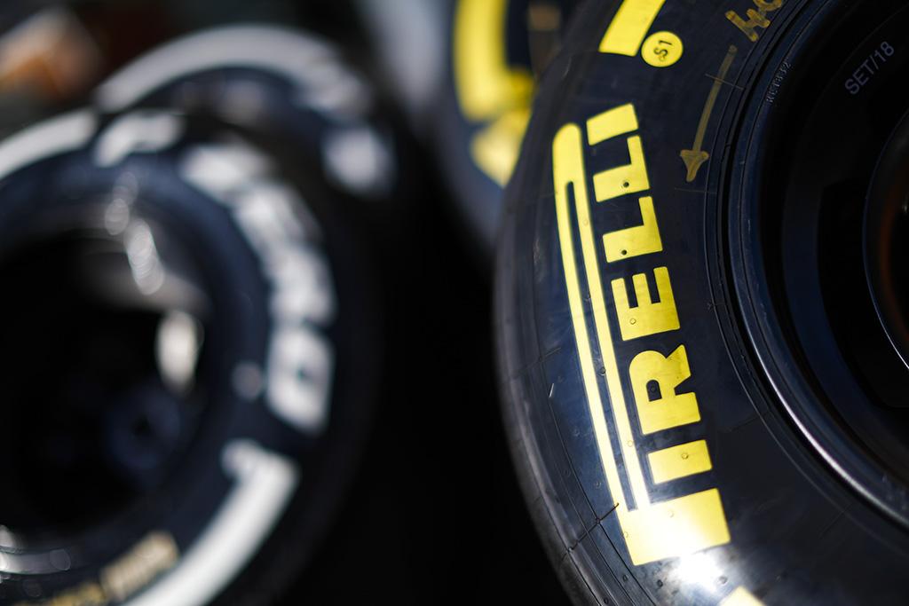 """""""Pirelli"""" parinko padangas pirmosioms 2019 m. F-1 sezono lenktynėms"""