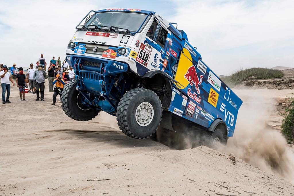 """Dakaras. Teisėjai diskvalifikavo """"Kamaz"""" lenktynininką"""