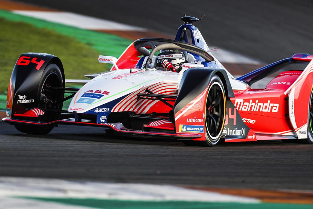 FE. Maroke BMW lenktynininkai padovanojo pergalę J. d'Ambrosio