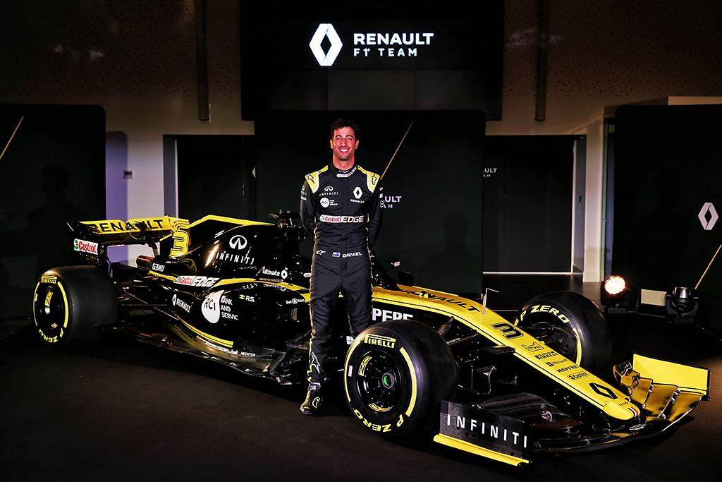 """D. Ricciardo Barselonoje išbandė """"Renault"""" bolidą"""