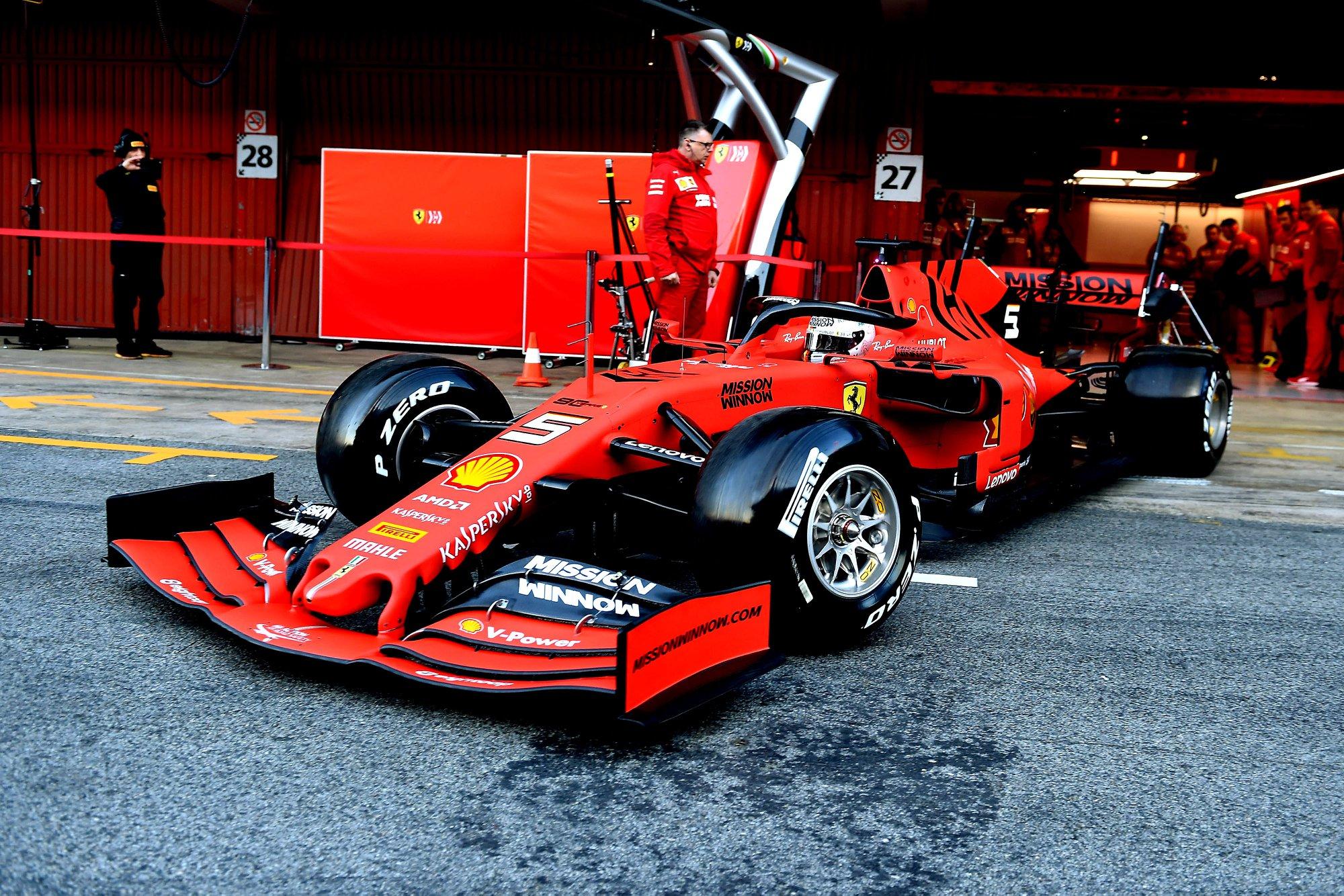 Pirmuosius F-1 bandymus Barselonoje geriausiai pradėjo S. Vettelis