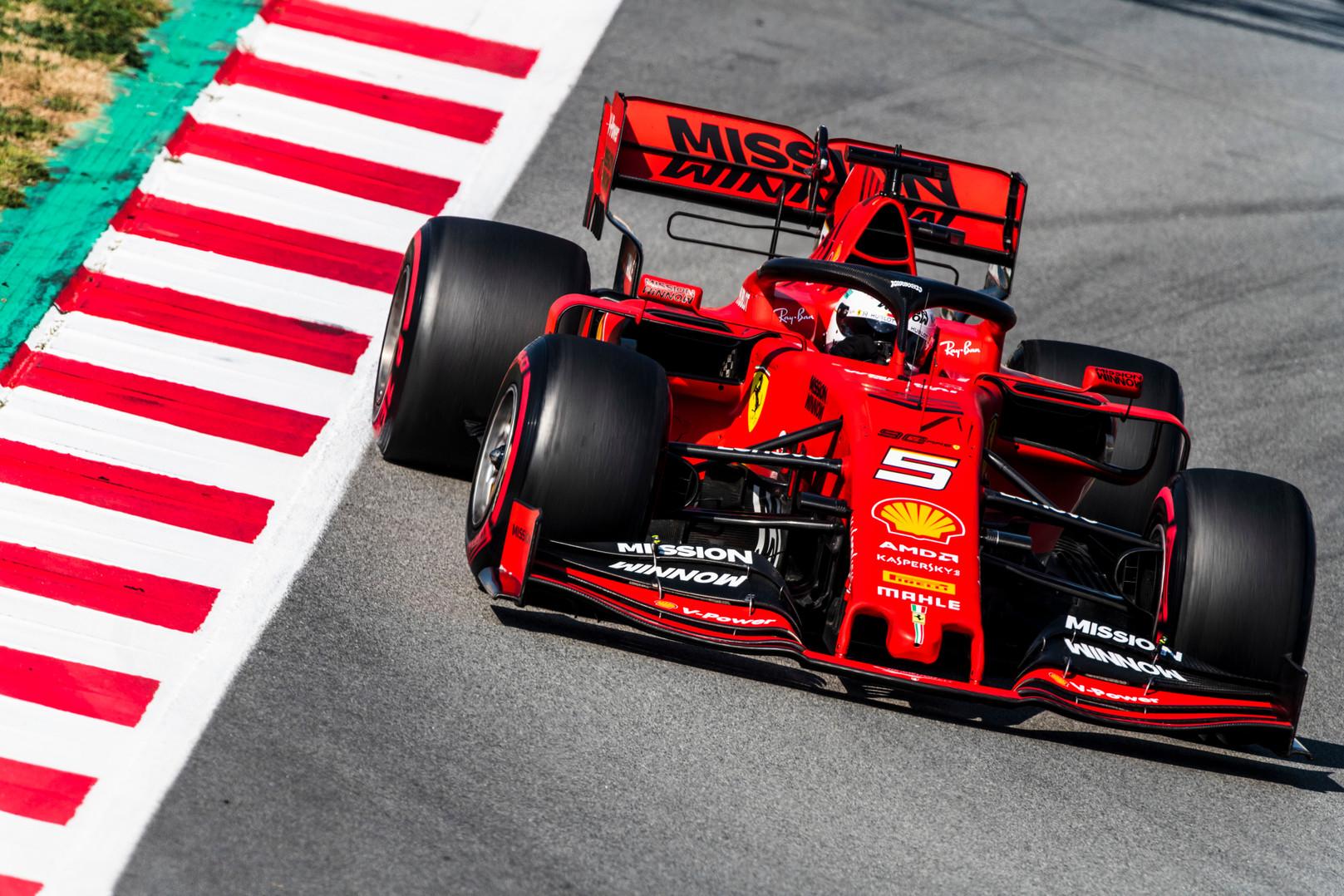 J. Villeneuve'as: S. Vettelis privalo išvyti demonus iš savo galvos