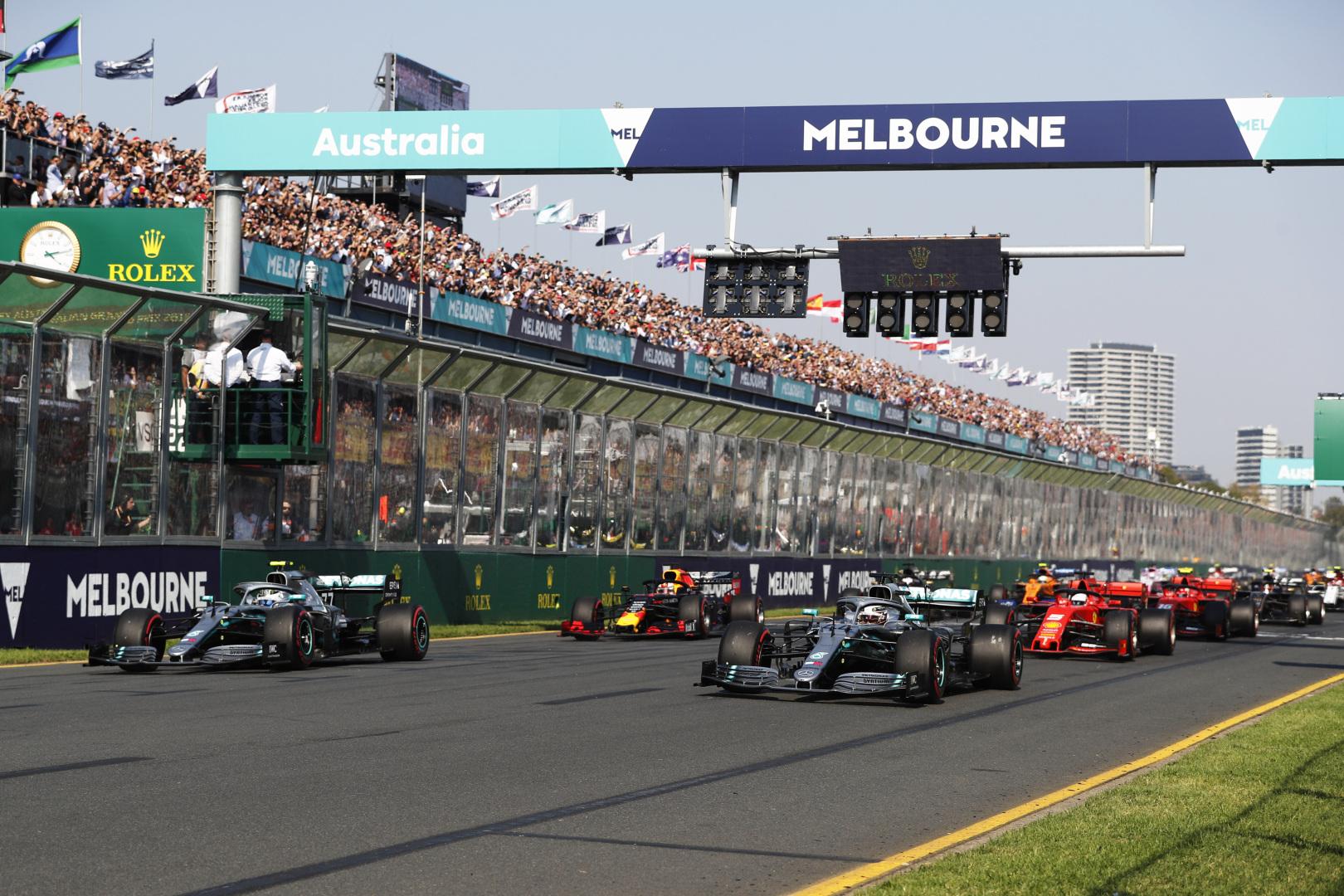 L. Hamiltonas ir S. Vettelis nenori, kad būtų pakeista Melburno trasos danga