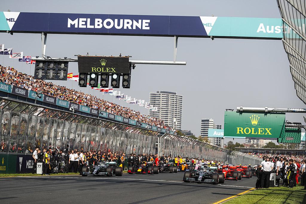 Neskiepyti lenktynininkai negalės skristi į Australiją