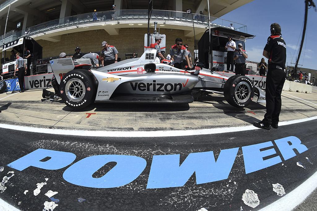 """IndyCar. Ostino trasoje vykusioje kvalifikacijoje """"pole"""" iškovojo W. Poweris"""