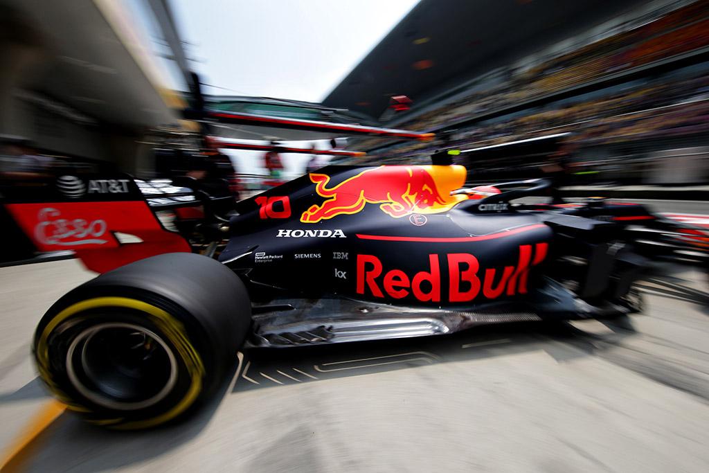 """""""Red Bull"""" bei """"Toro Rosso"""" Azerbaidžane turės naują """"Honda"""" jėgainių versiją"""