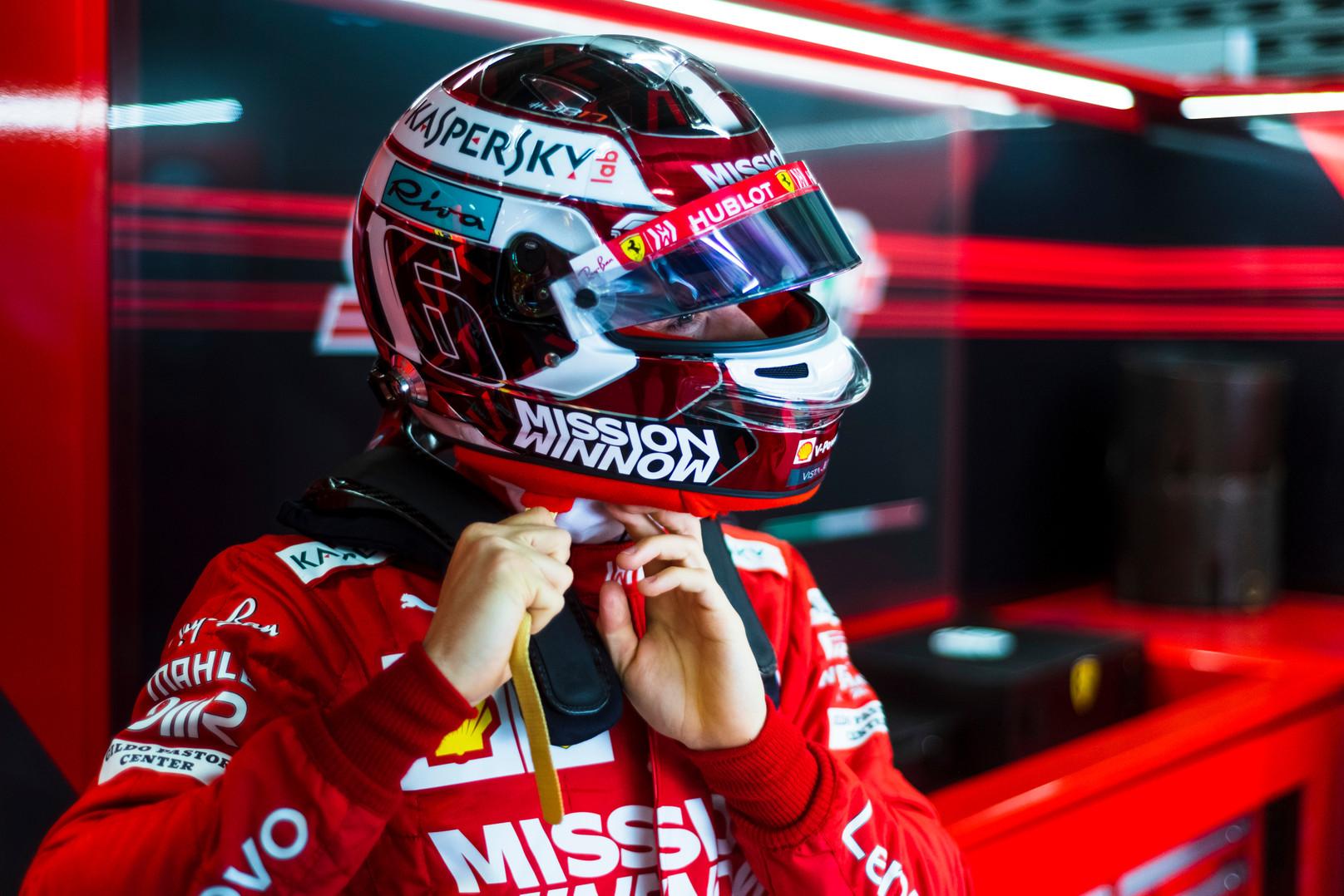 """N. Rosbergas: """"Ferrari"""" neteisingai elgiasi Ch. Leclerco atžvilgiu"""