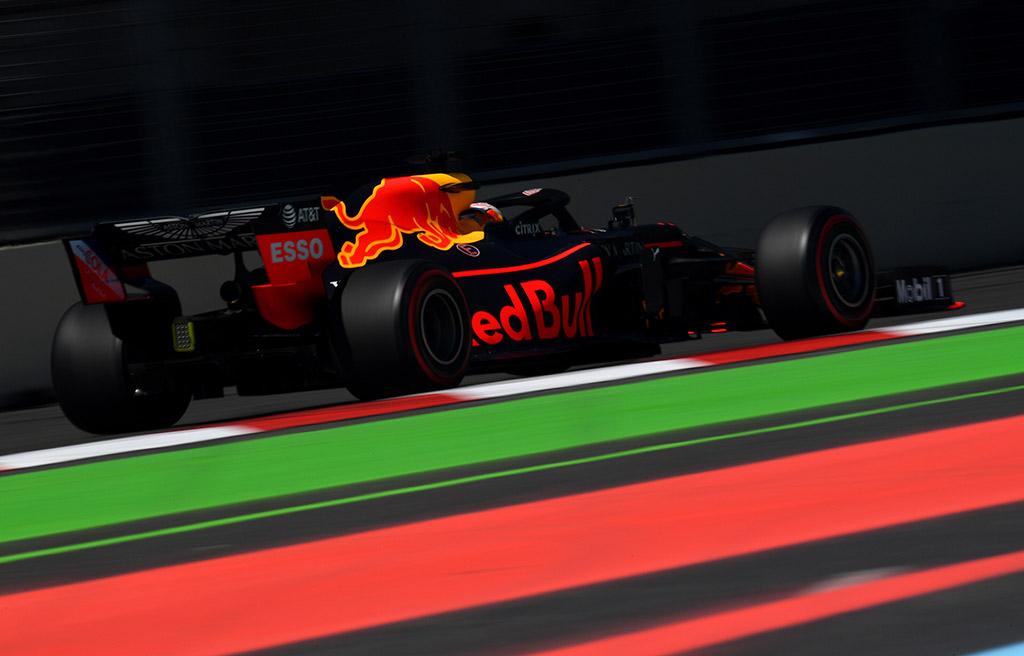 M. Verstappenas dėl avarijos treniruotėse kaltina vėją