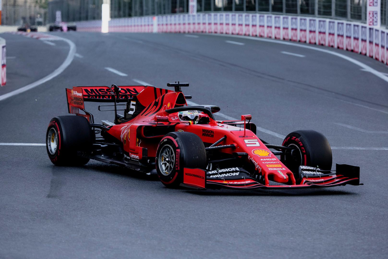 """""""Ferrari"""" bando vytis """"Mercedes"""": pristatys variklio atnaujinimą"""