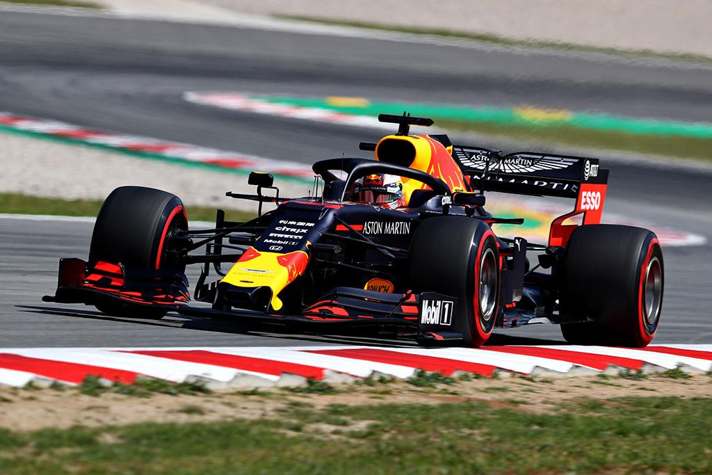 """M. Verstappenas džiaugiasi įveikęs vieną iš """"Ferrari"""" pilotų"""