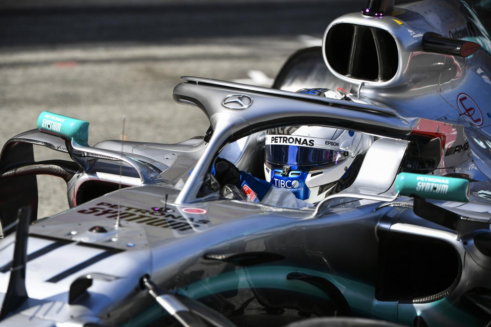 """""""Mercedes"""" neigia, jog V. Bottas turėjo problemų su sankaba"""
