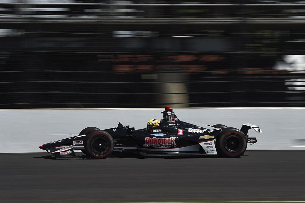 IndyCar. Indianapolyje greičiausias S. Pigotas, o F. Alonso kovos dėl vietos rikiuotės gale