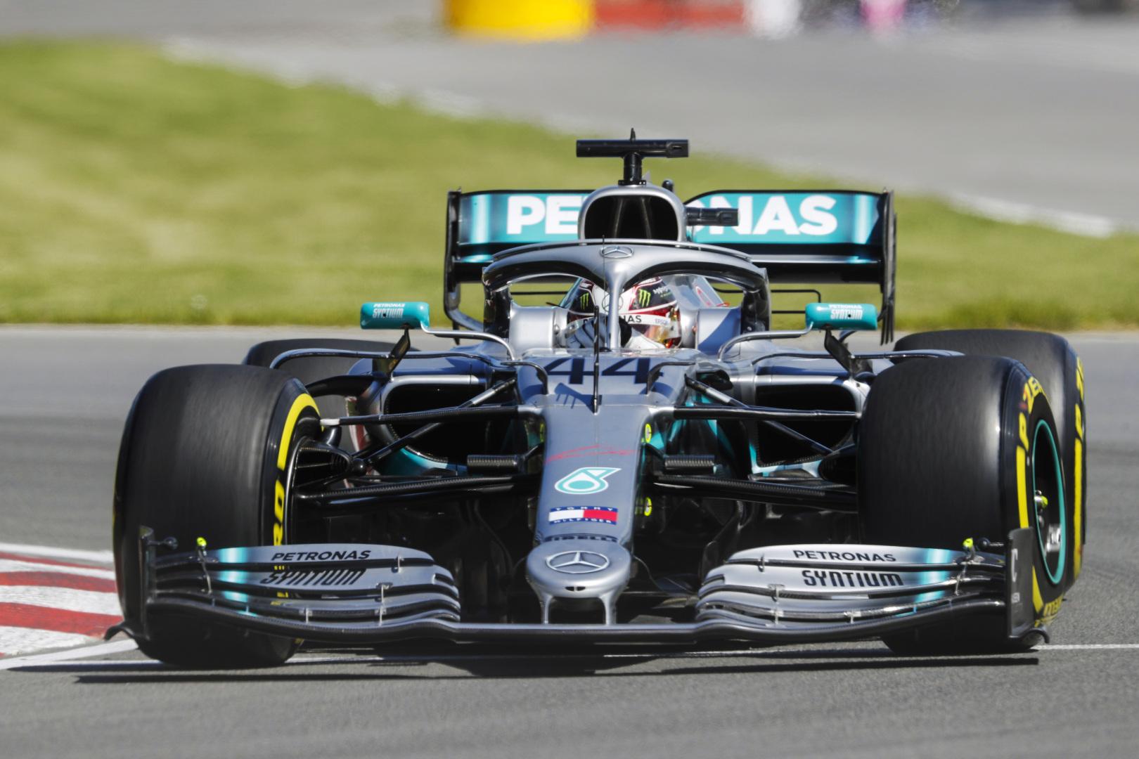 """L. Hamiltonas: """"Ferrari"""" dabar turi """"vakarėlio režimą"""""""
