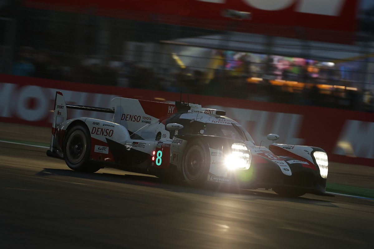 """WEC. Le Mane antrus metus iš eilės triumfavo """"Toyota"""", buvę F-1 pilotai tapo čempionais"""