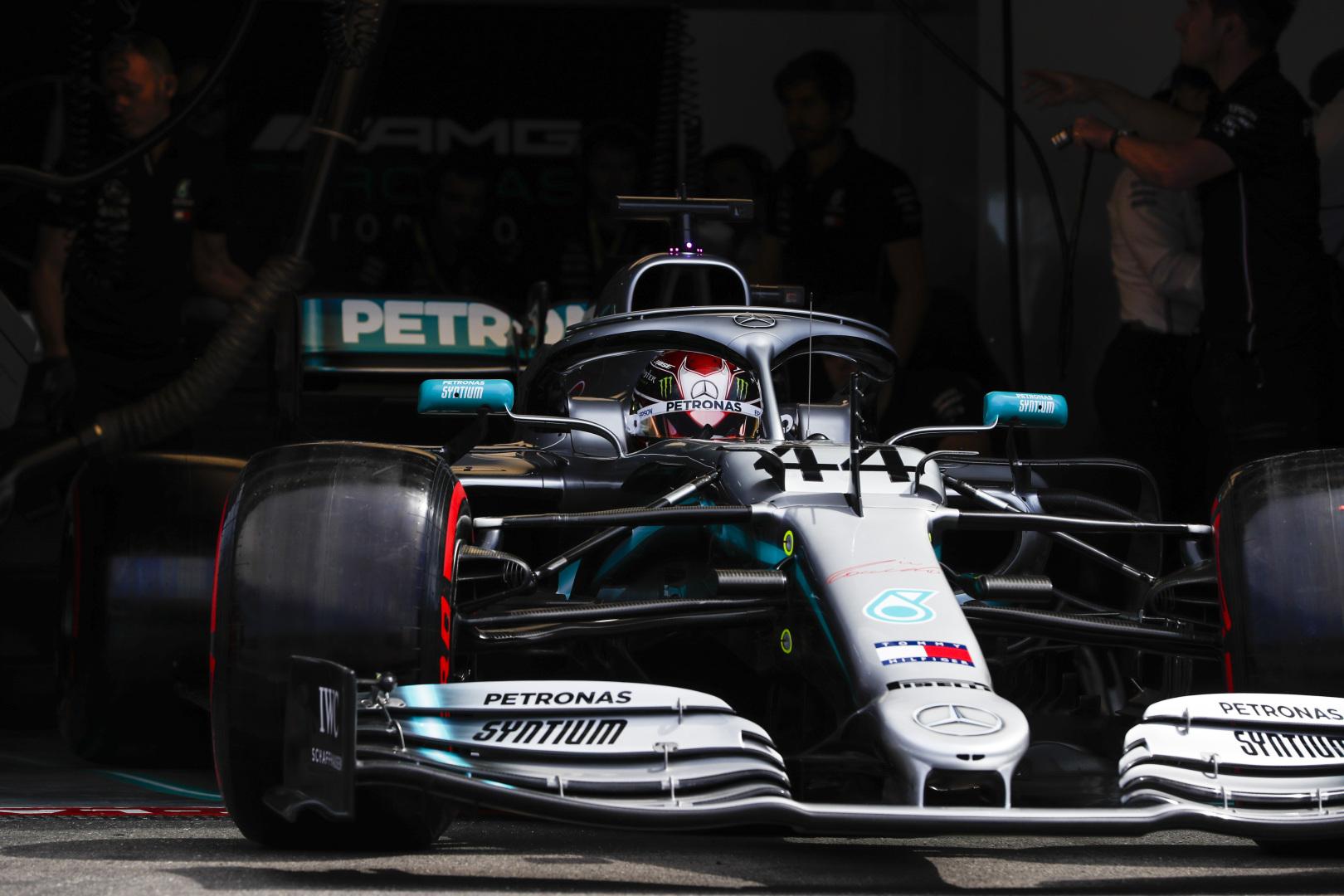 "L. Hamiltonas: ""Ferrari"" stipresnė nei įprastai"