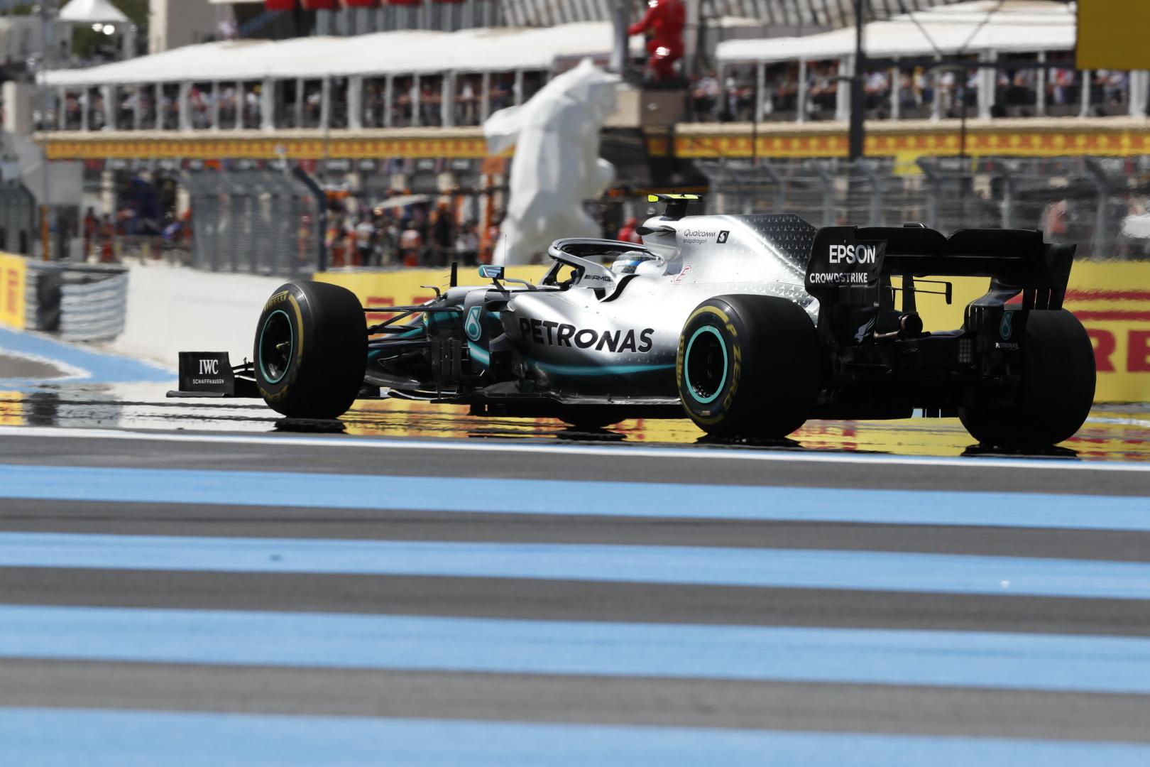 """""""Mercedes"""" paaiškino, kodėl V. Bottas prarado laiką Prancūzijos etapo metu"""