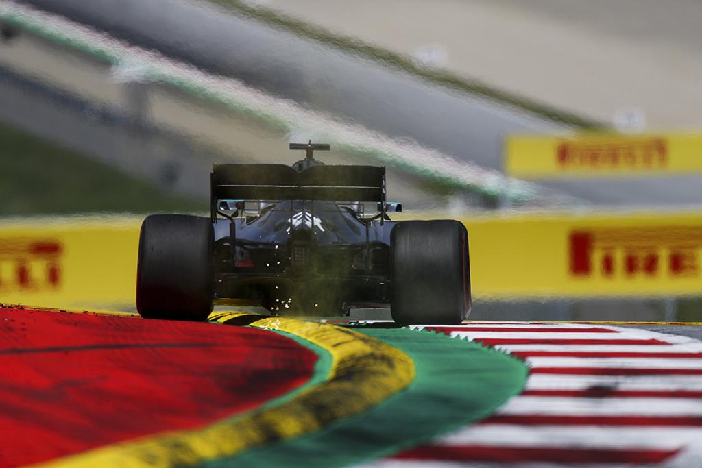 "L. Hamiltonas: ""Mercedes"" neįvertino ""Ferrari"" greičio"