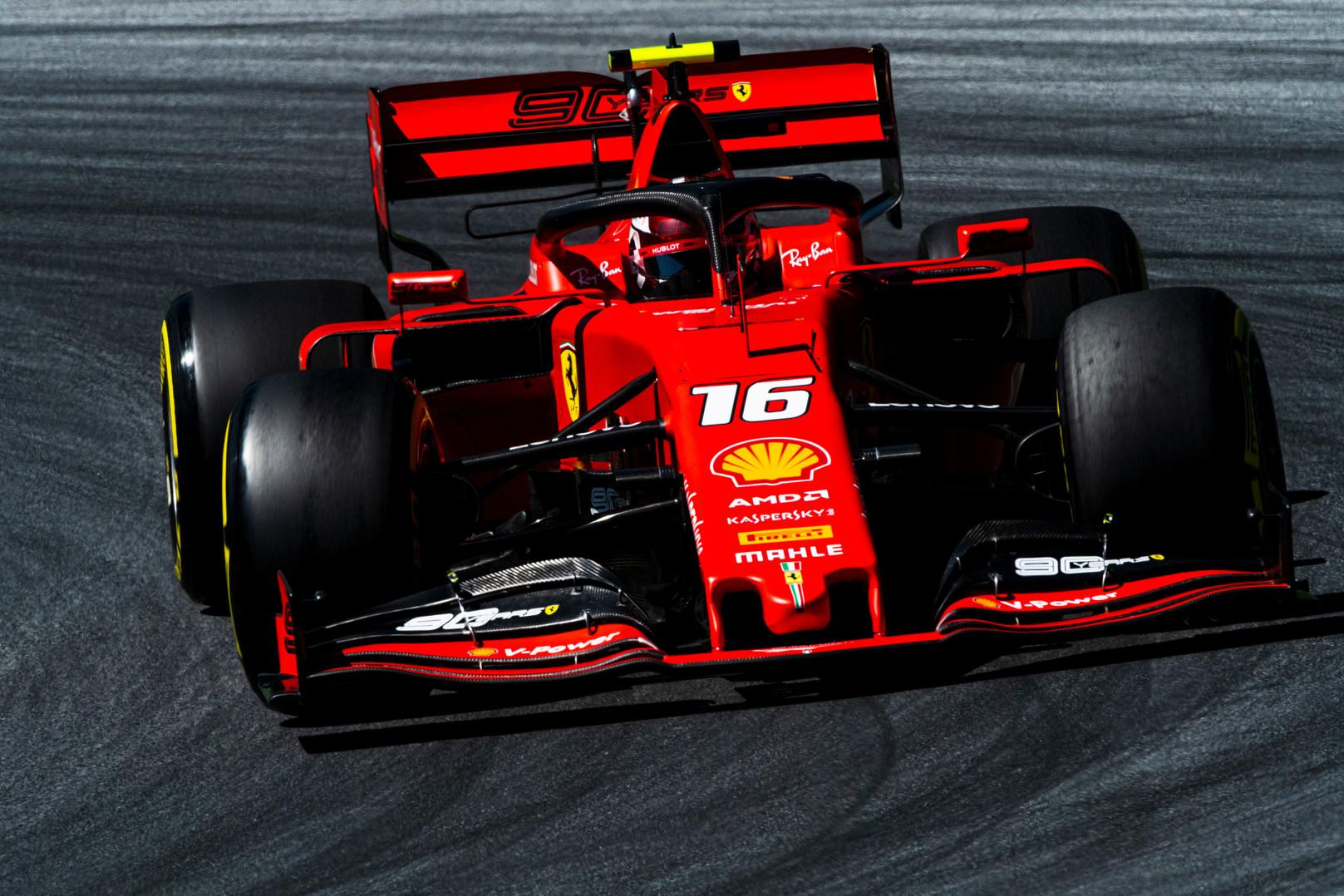 Austrijoje vykusioje kvalifikacijoje varžovus greičiu pranoko C. Leclercas