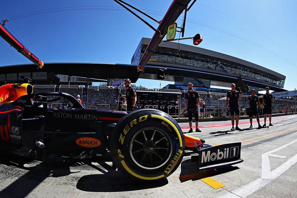 """""""Red Bull"""" mechanikai Silverstoune pagerino greičiausio sustojimo rekordą"""